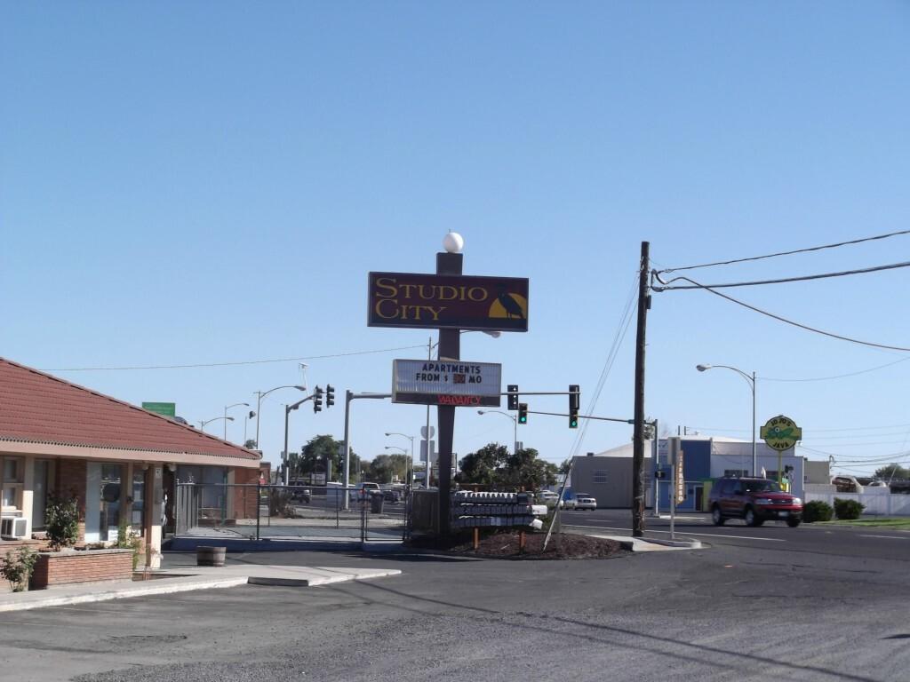 1006 W Third Ave, Moses Lake, WA - USA (photo 1)