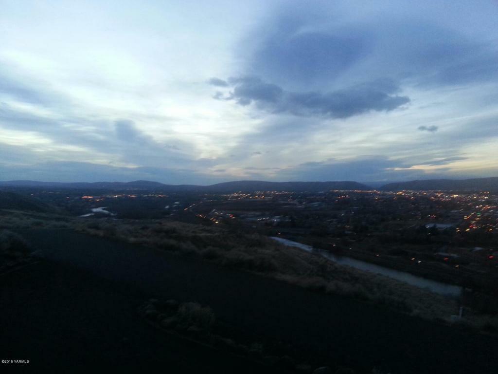 660 Riverview Dr, Yakima, WA - USA (photo 2)