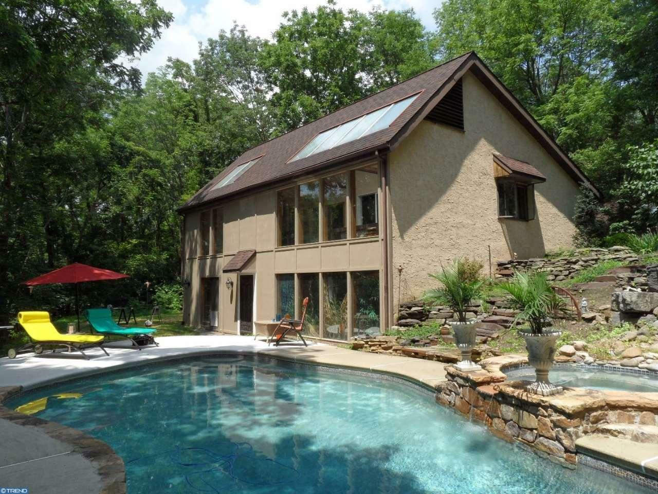 395 Center Hill Rd, Upper Black Eddy, PA - USA (photo 1)