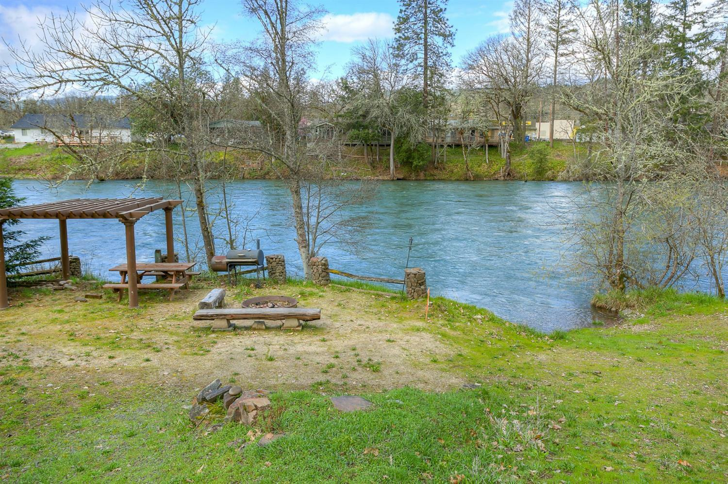 897 Old Ferry Road, Shady Cove, OR - USA (photo 4)