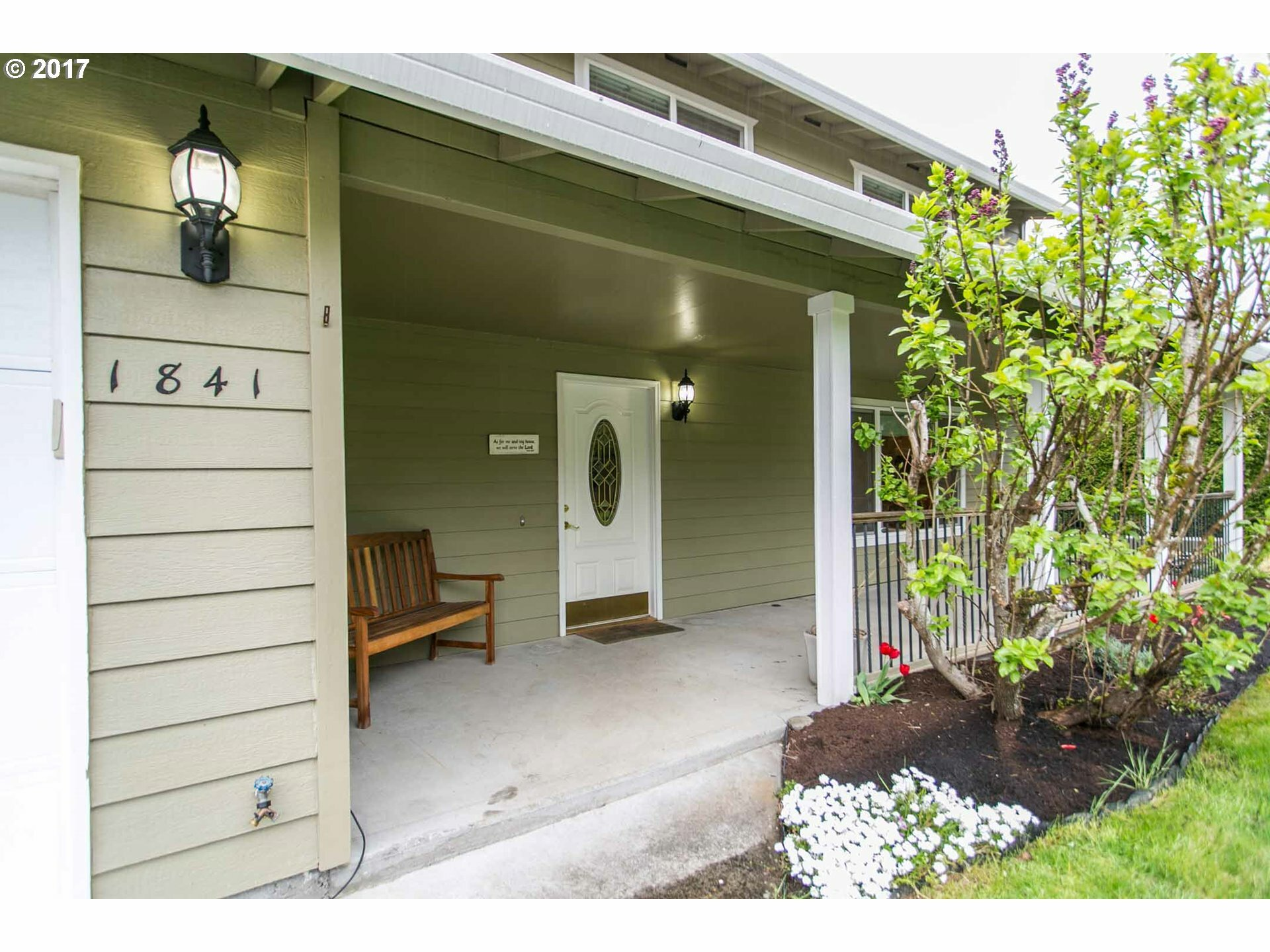 1841 Se Lewellyn Ave, Troutdale, OR - USA (photo 2)