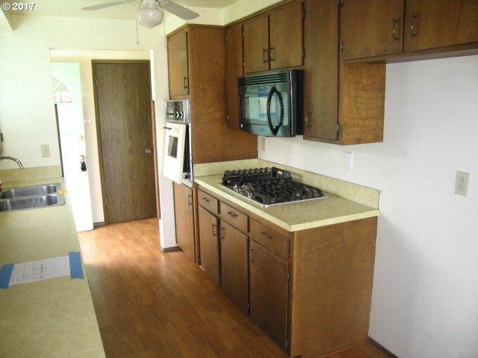 1200 E Van Buren Ave, Cottage Grove, OR - USA (photo 4)