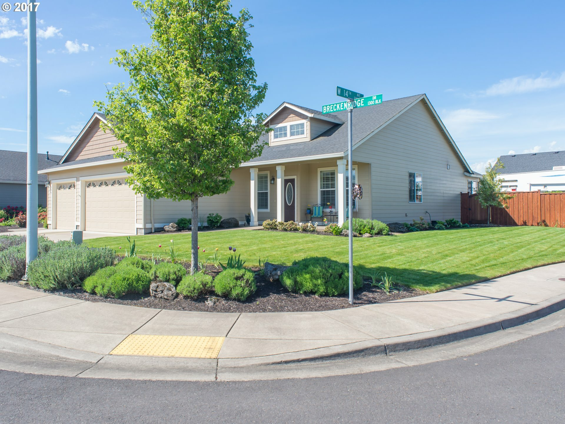 1391 Breckenridge Dr, Junction City, OR - USA (photo 1)