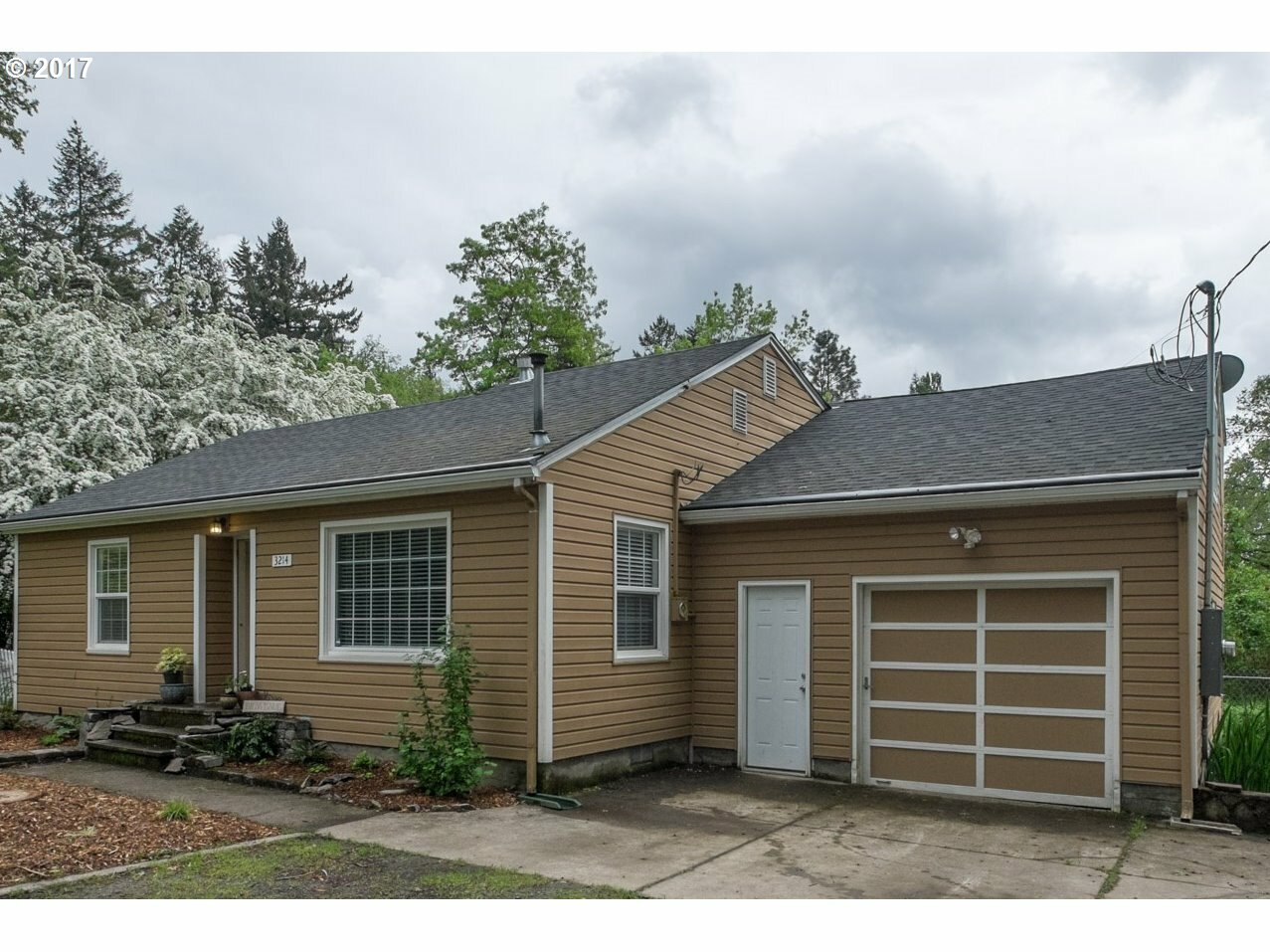 3214 Se Westview Ave, Milwaukie, OR - USA (photo 2)