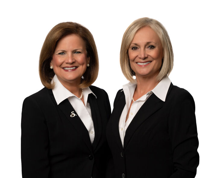 "Debbie Momberg & Lee Stratton ""Sisters Sell St. Pete"""